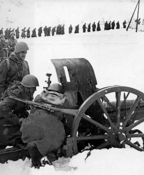 Греческие артиллеристы в обороне. Декабрь, 1940 г.