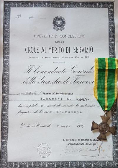 Свидетельство о награждении серебряным крестом «За выслугу» (16) в Финансовой Гвардии.