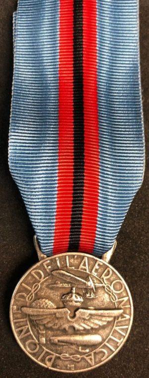 Аверс и реверс медаль «За заслуги для пионеров авиации».