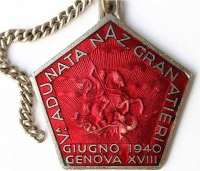 Аверс и реверс памятного знака 5-го сбора гренадеров. Генуя. 1940 г. Знак изготовлен из бронзы, размер - 36х40 мм.