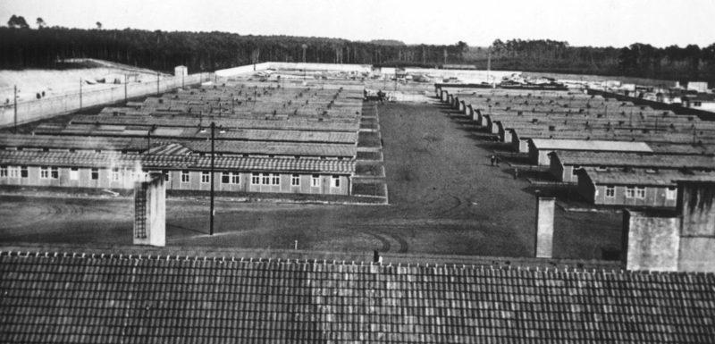 Общий вид бараков лагеря.