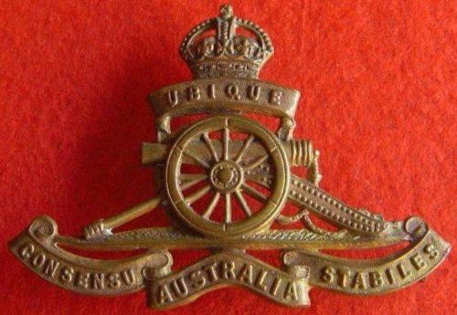 Знак для шляпы военнослужащих Королевской артиллерии.