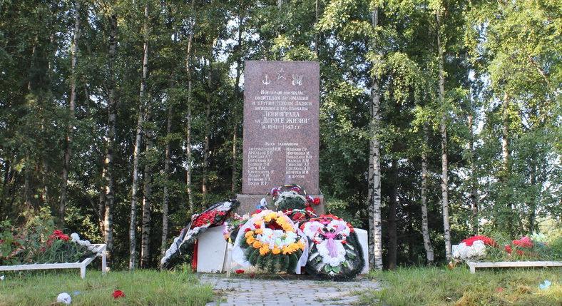 ст.Ладожское Озеро Всеволожского р-на. Мемориальный комплекс «Ладожский Курган», установленный у братских могил, где захоронено 706 советских воинов.