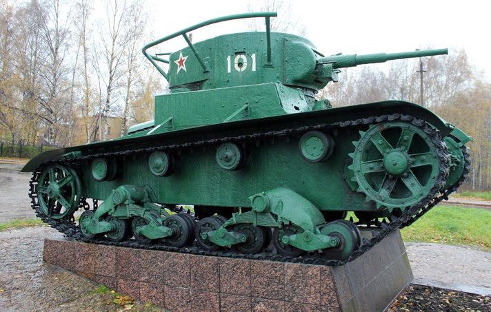 г. Выборг. Памятник-танк Т-26, установлен в 2007 году в канун 62-й годовщины Победы в Великой Отечественной войне.