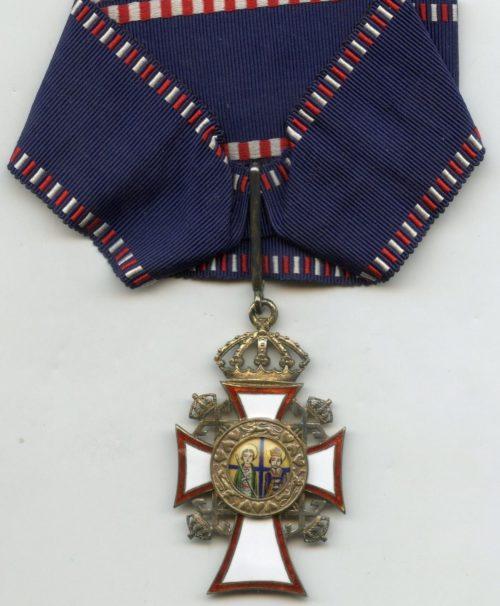 Большой командорский крест ордена Святых Георгия и Константина на шейной ленте.