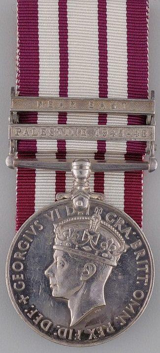 Аверс медали «За участия в военно-морских кампаниях 1915-62» с изображением короля Геррга VI. (1936-1952 гг.).