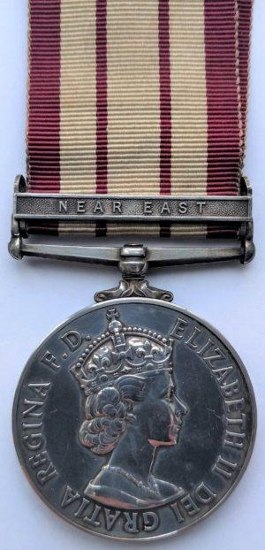 Аверс медали «За участия в военно-морских кампаниях 1915-62» с изображением королевы Елизаветы (1952-1962 гг.).