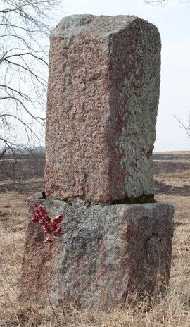 д. Воронино Ломоносовского р-на. Памятник в урочище Закорново на месте уничтоженной деревни.