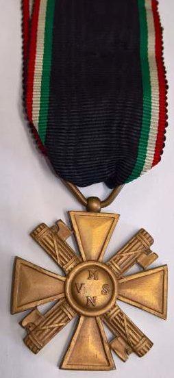 Аверс и реверс бронзового креста «За выслугу лет» (10 лет) в добровольной милиции (MVSN).