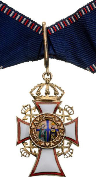 Командорский крест ордена Святых Георгия и Константина на шейной ленте.