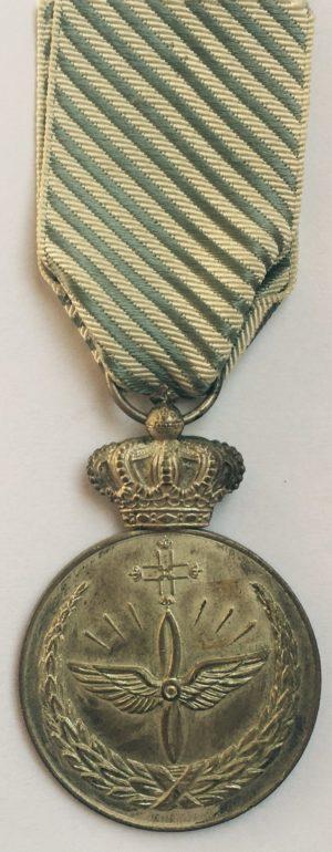 Аверс и реверс медали «За заслуги в ВВС».