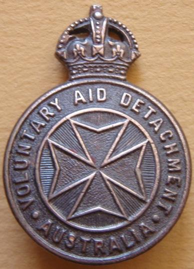 Знак для шляпы служащих Отряда добровольной медицинской помощи (VAD).