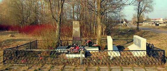 д. Глобицы Ломоносовского р-на. Братская могила, в которой похоронено 346 советских воинов. Здесь же находится могила Героя Советского Союза В.И.Вересова.