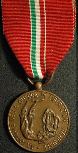 Аверс и реверс медали 20-летия войны национального освобождения.