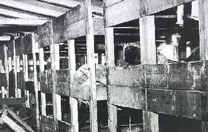 Нары в бараках для заключенных.