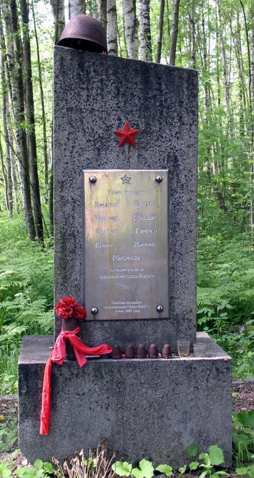 г. Выборг. Братская могила, в которой похоронено 9 советских танкистов.