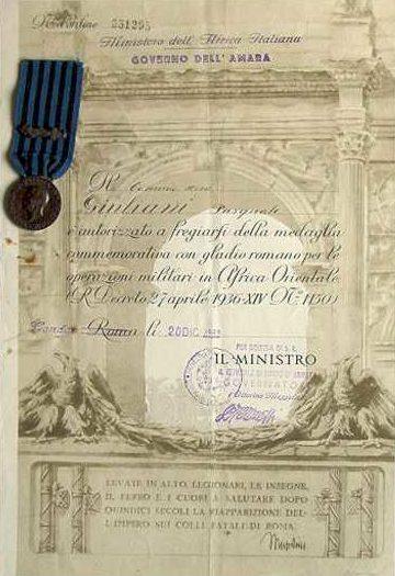 Свидетельство о награждении медалью за военные операции в Восточной Африке.