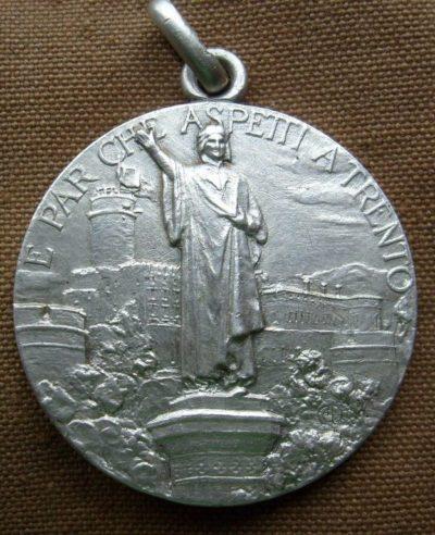Аверс и реверс памятной медали 44-й дивизии.