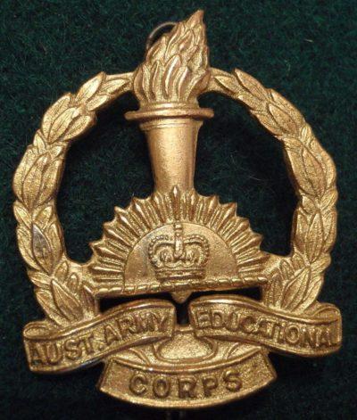 Знак на шляпу курсантов Королевского учебного корпуса.