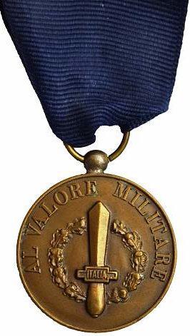 Аверс и реверс бронзовой медали «За воинскую доблесть». Республика.