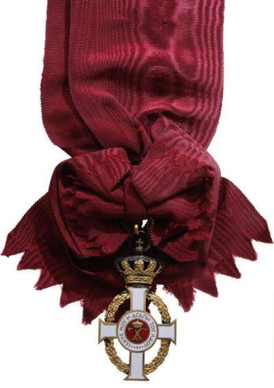 Большой крест Орден Георга I на ленте-перевязи.