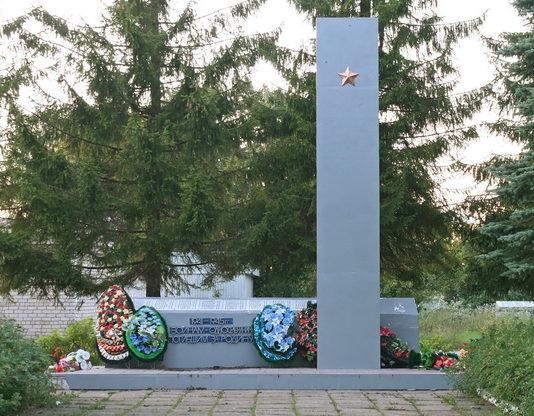 п. Ефимовский Бокситогорского р-на. Памятник погибшим землякам.