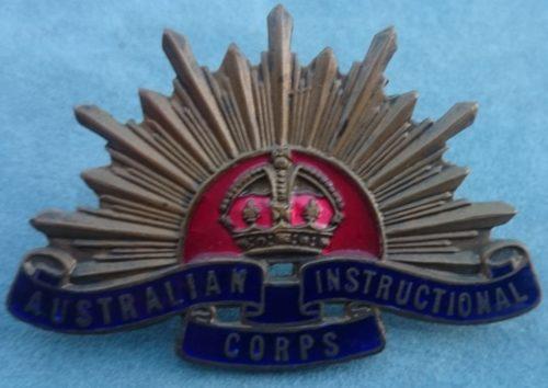 Знаки на шляпу инструкторов-офицеров Австралийского учебного корпуса.