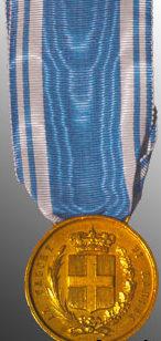 Знак золотой медали «За доблесть на море» (Medaglia d'oro al valor di Marina).