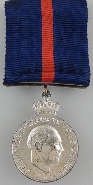 Аверс и реверс серебряной медали за выслугу лет (15 лет).