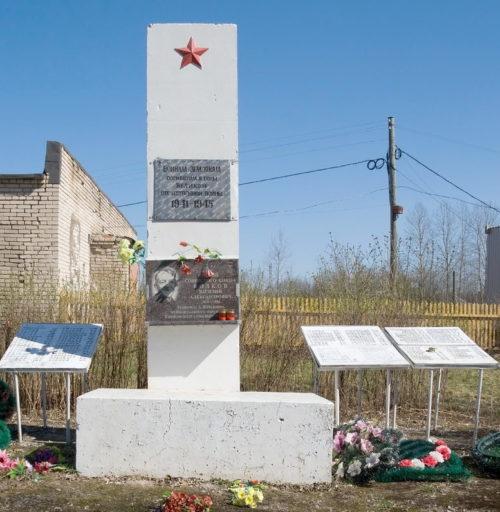 д. Журавлево Бокситогорского р-на. Памятник погибшим землякам.