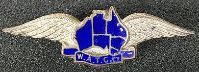 Аверс и реверс знака Женского авиационного учебного корпуса.