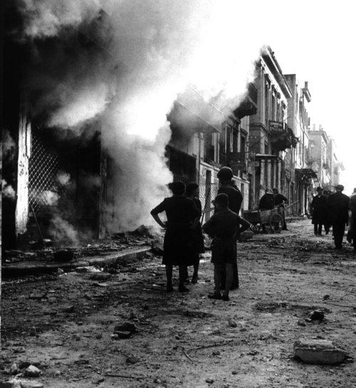 Пожар в городе Салоники после налета Люфтваффе. Апрель, 1941 г.