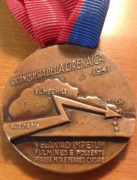 Аверс и реверс памятной медали 132-й бронетанковой дивизии «Ариете».