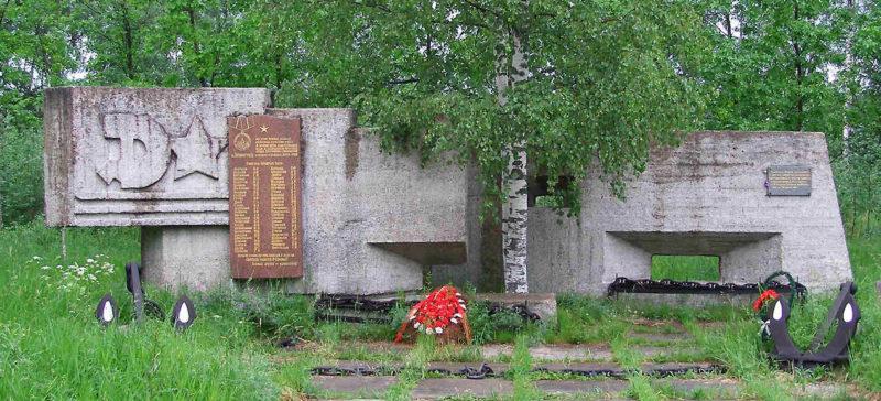 Памятник защитникам Ораниембаумского плацдарма.