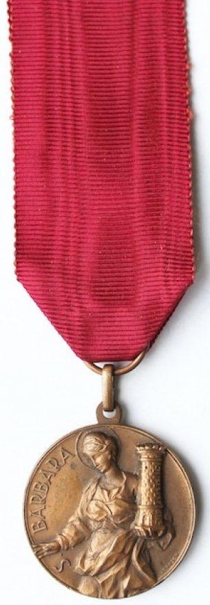 Аверс и реверс памятной медали Национальной ассоциации оружейников. Медаль изготовлена из бронзы, диаметр - 35 мм.