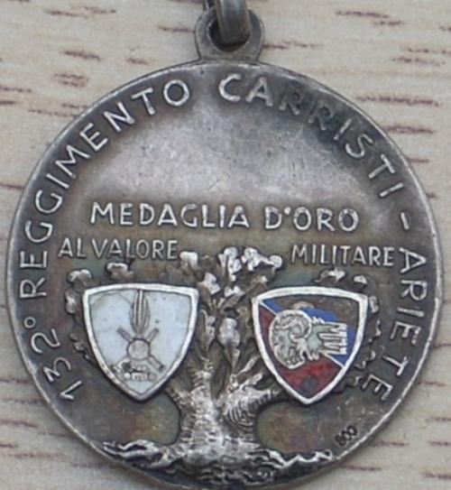 Аверс и реверс серебряной памятной медали 132-й бронетанковой дивизии «Ариете».