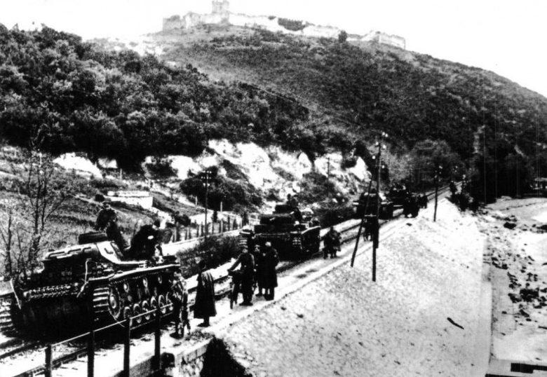 Немецкие танки в горах Греции. Апрель, 1941 г.