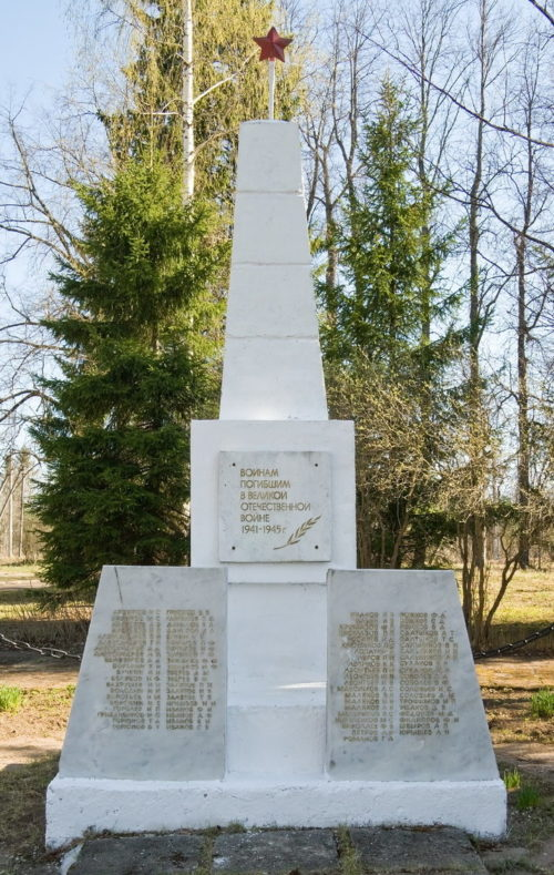 д. Климово Бокситогорского р-на. Памятник погибшим землякам, на котором увековечено имена 81 человека.