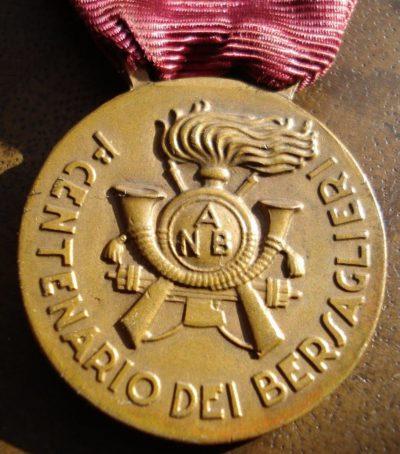 Аверс и реверс памятной медали 100-летия основания первого подразделения снайперов-берсальеров.