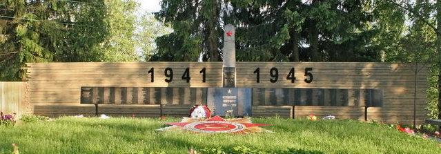д. Вартемяги Всеволожского р-на. Памятник, установленный на братской могиле, в которой похоронено 601 советский воин. Здесь же похоронен Герой Советского Союза Е. П. Новиков.