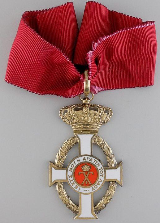 Знак Командорского креста на шейной ленте.