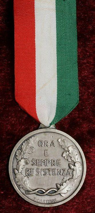 Аверс и реверс памятной медали 30-летия образования Национальной ассоциации итальянских партизан.