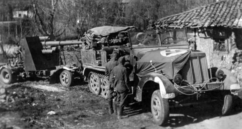 Немецкое 88-мм зенитное орудие Flak 18 в Греции. Апрель, 1941 г.