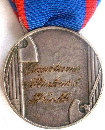 Аверс и реверс серебряной медали «За доблестную службу в авиации» (Medaglia d'argento al valore aeronautico).