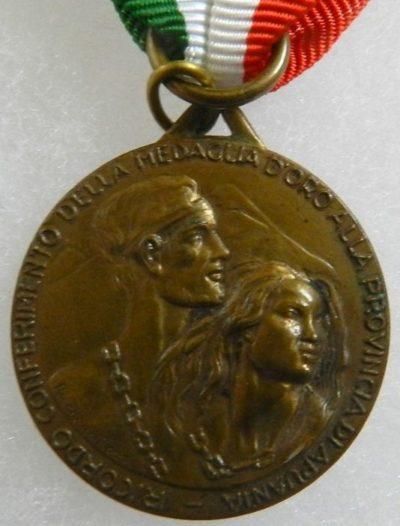 Аверс и реверс памятной медали партизан провинции Апуания.