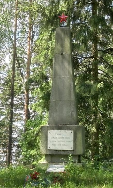 п. Грибное Выборгского р-на. Памятник, установлен на братской могиле, в которой захоронено 6 танкистов, погибших в годы войны.