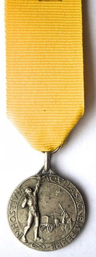 Аверс и реверс памятной медали 4-го полка зенитной артиллерии.