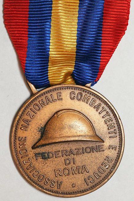 Аверс и реверс памятной медали Национальной ассоциации комбатантов и ветеранов I и II Мировой войны.