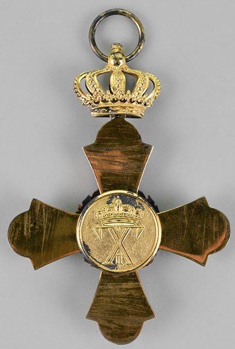 Аверс и реверс знака ордена Феникса.