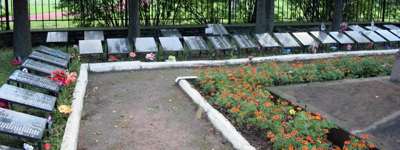 Братские могилы на воинском захоронении.